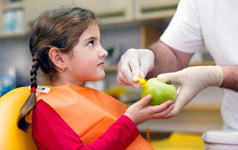 Alimentos para tener unos dientes sanos y alimentos a evitar